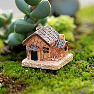 Домик в саду декоративный